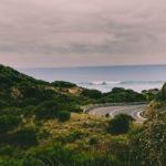 Die Great Ocean Road führt direkt am Meer entlang