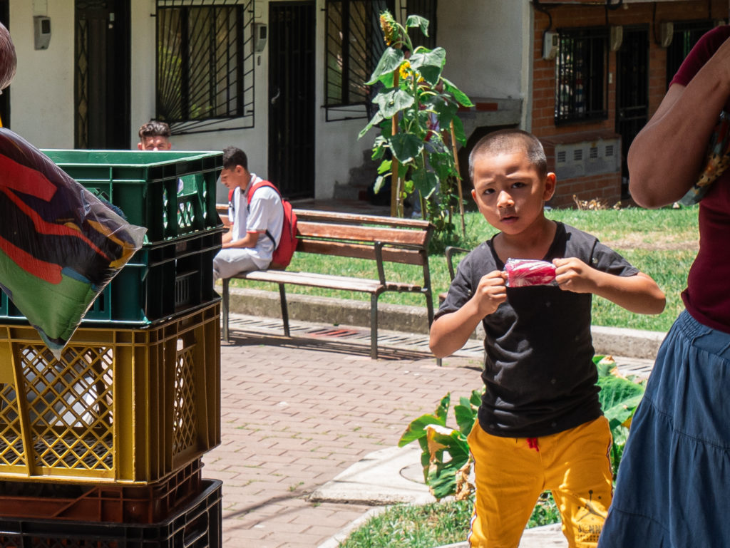 kleiner Junge in Medellín