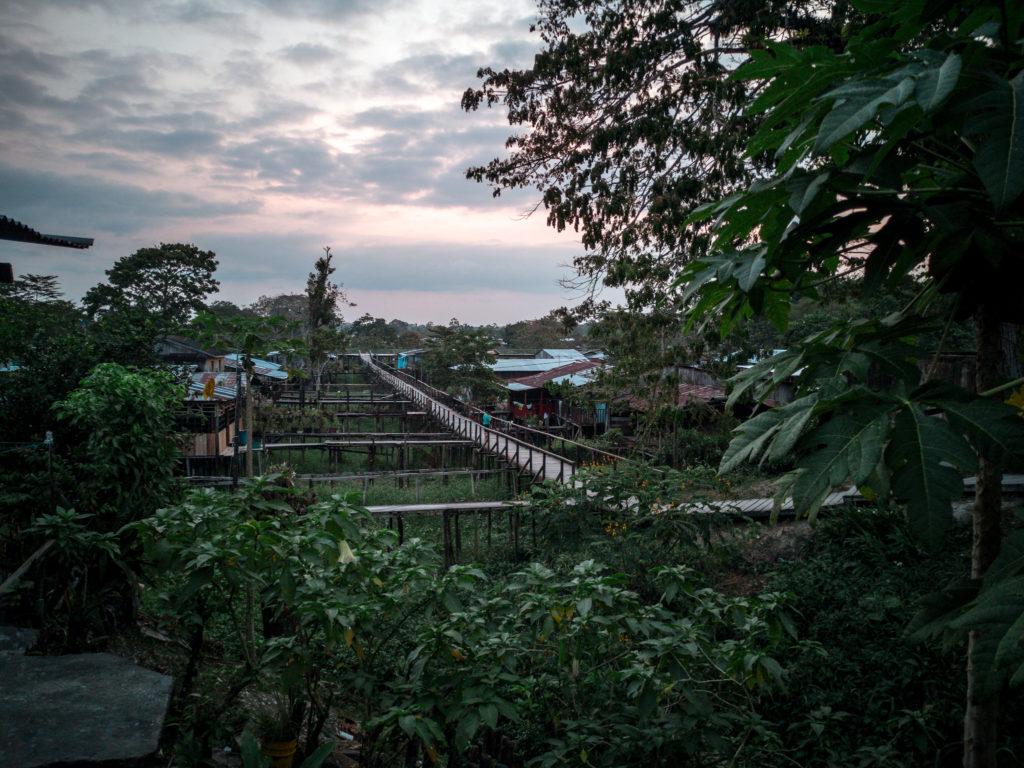 Das Wasser am Amazonas kann in Leticia bis zu 4 Meter hoch ansteigen