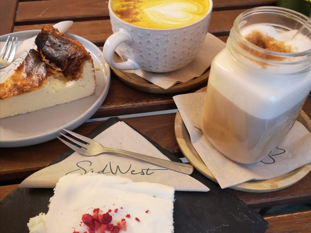 Das Cafe ist auch unter Einheimischen sehr beliebt.